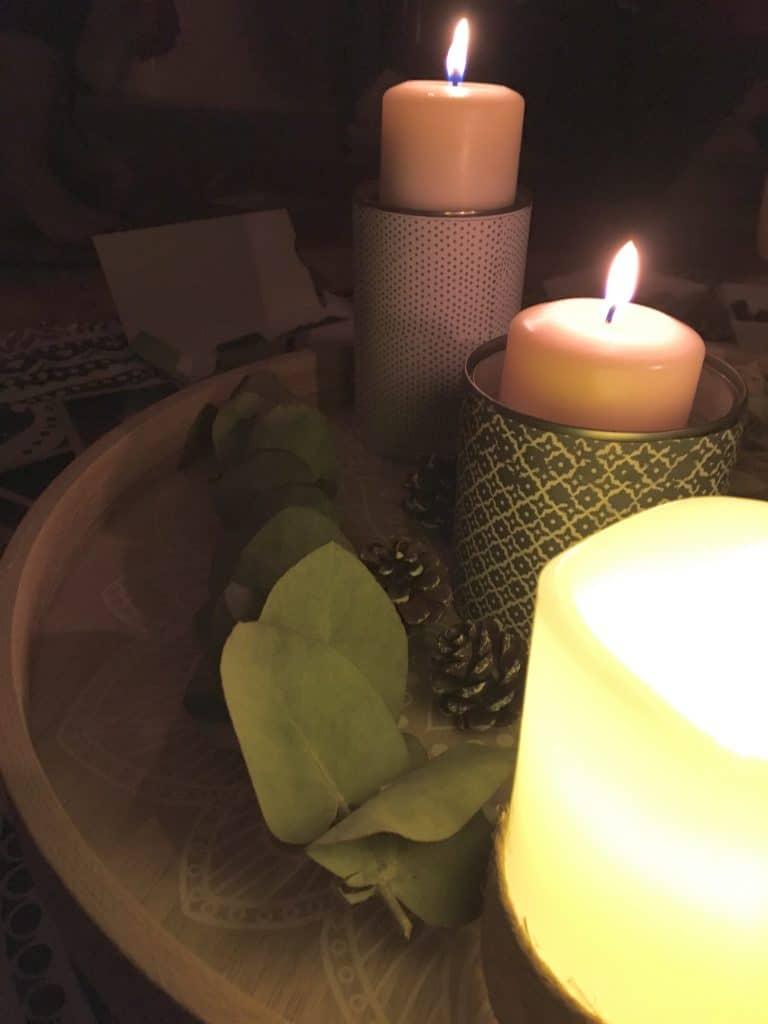 Lors du cercle de femmes que je facilite à Lyon, nounous réunissons autour de bougies et d'éléments naturels afin de liberer notre parole #sororité #lien